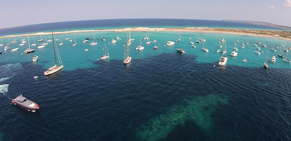 Photography: Consell Insular de Formentera. High density of boats in Illetas August 2015.